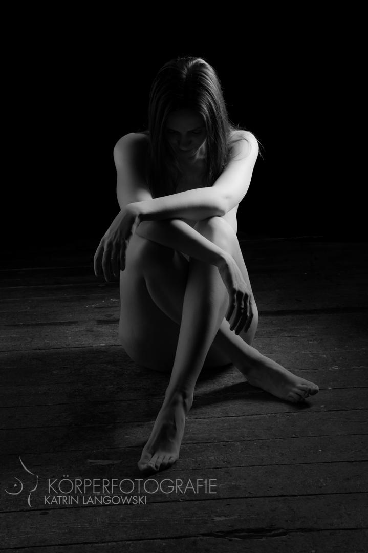 Frauenakt in Schwarz-weiß